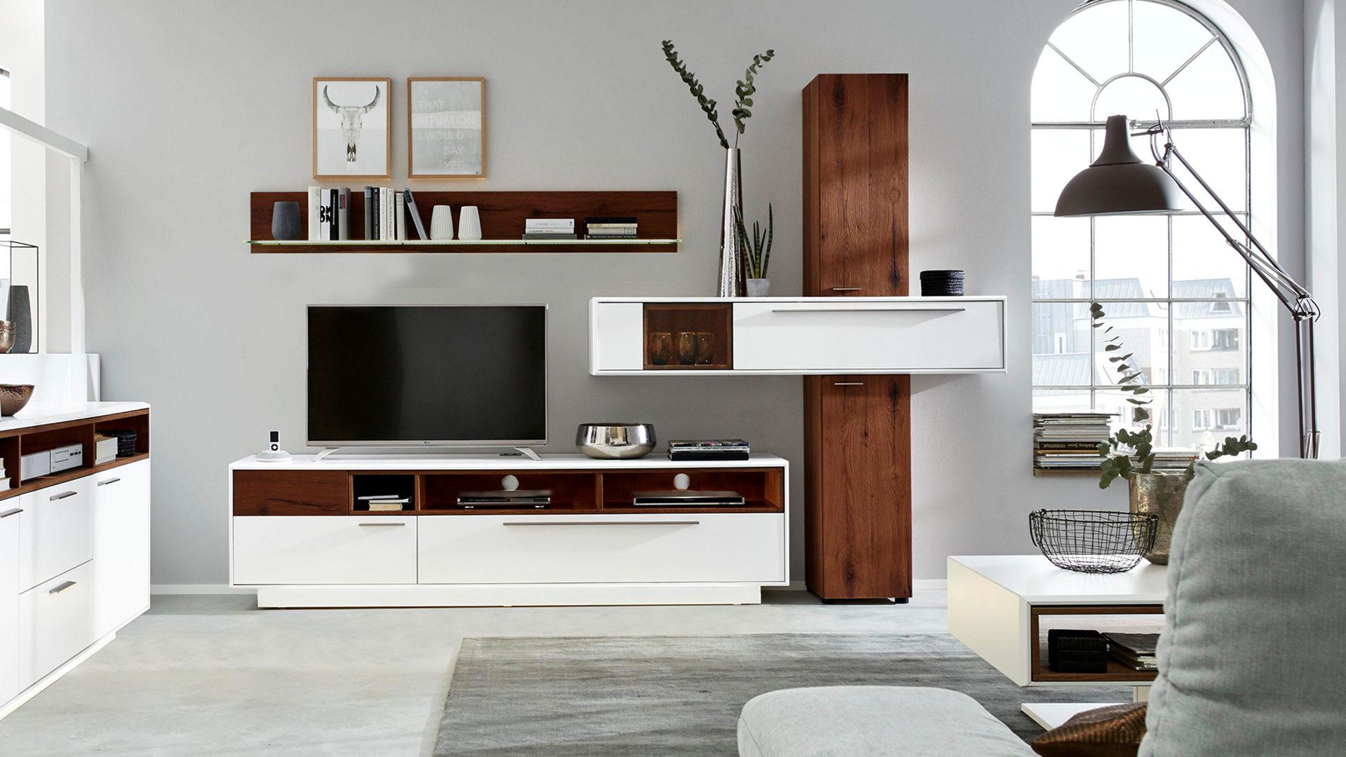 Interliving Wohnzimmer Serie 17 – Wohnkombination 17S, dunkles  Asteiche-Furnier & weißer Mattlack – vierteilig, Breit